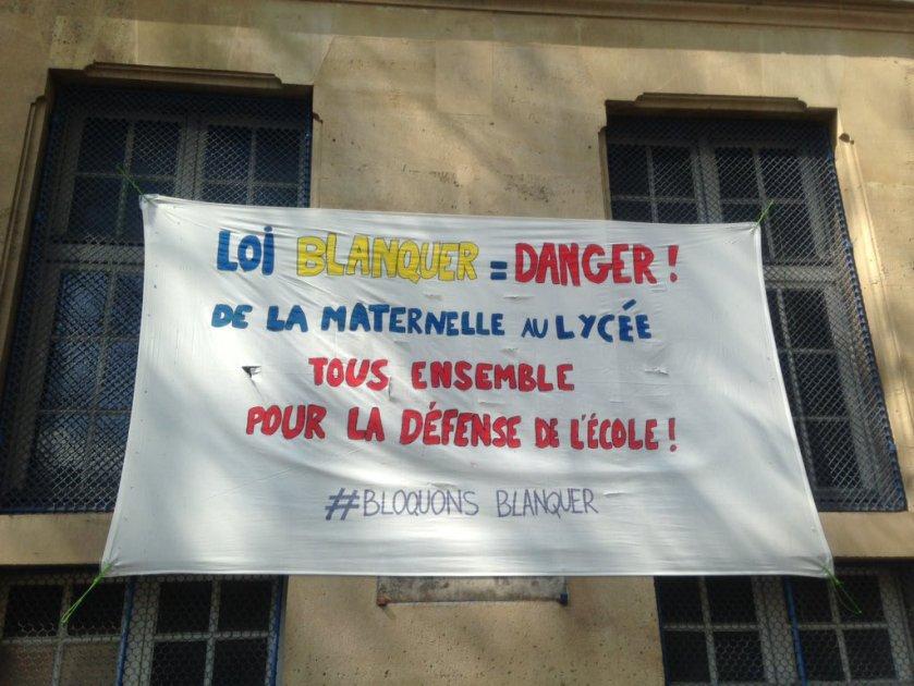 banderole contre les réformes blanquer école Bolivar Paris #bloquonsblanquer école confiance