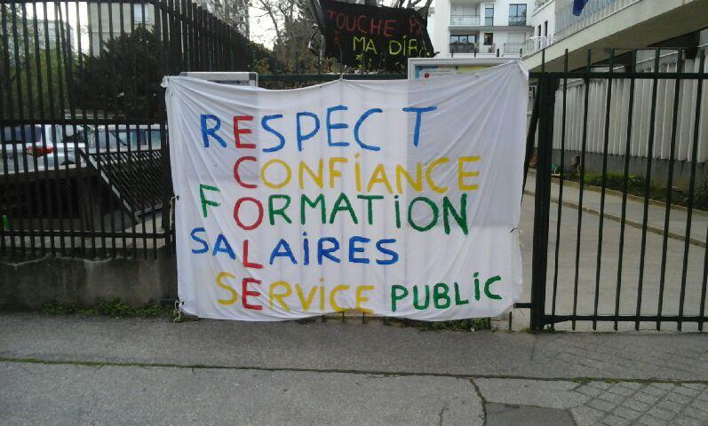 banderole contre les réformes blanquer école Copee Paris #bloquonsblanquer école confiance