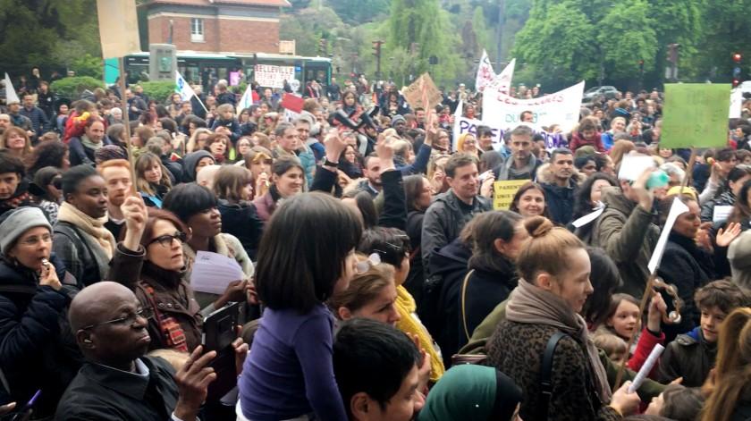 Rassemblement devant la mairie du 19ème parents profs contre la loi pour l'école de la confiance 16.06.2019 #bloquonsblanquer école confiance